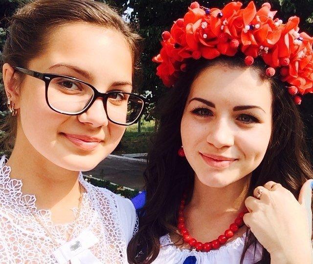 Kā Krievijā vecāko klašu skolnieces 1. septembri sagaidīja
