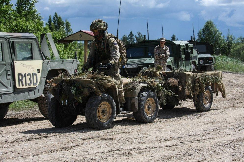 Как войска НАТО прячутся в латвийских лесах