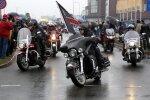 ФОТО: Несколько сотен мотоциклистов открыли в Риге новый сезон