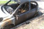 Foto: Purvciemā degusi automašīna