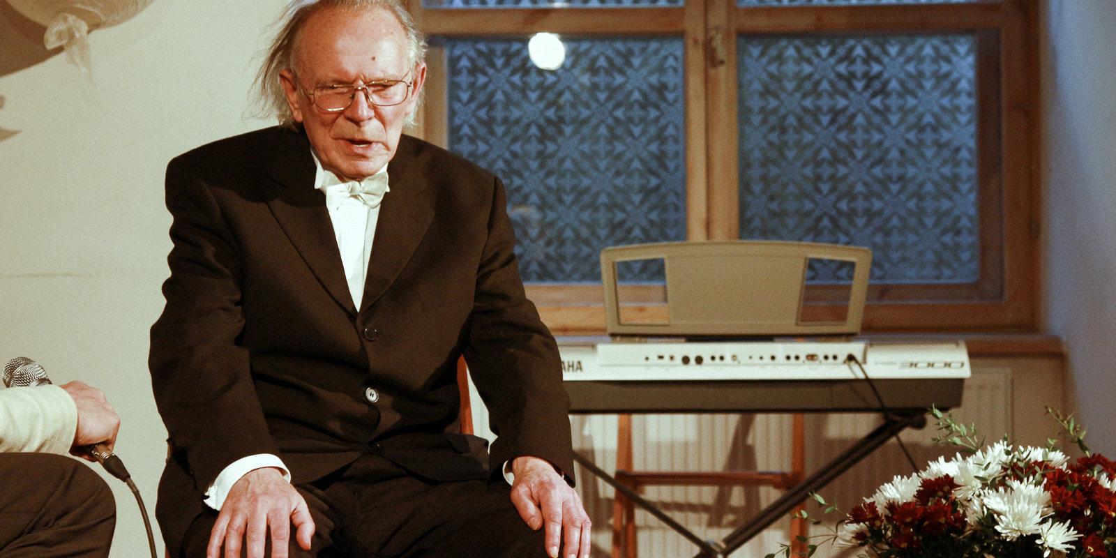 'Brīnumi notiek' – luterāņu mācītājs 97 gadu vecumā izārstējas no smaga Covid-19