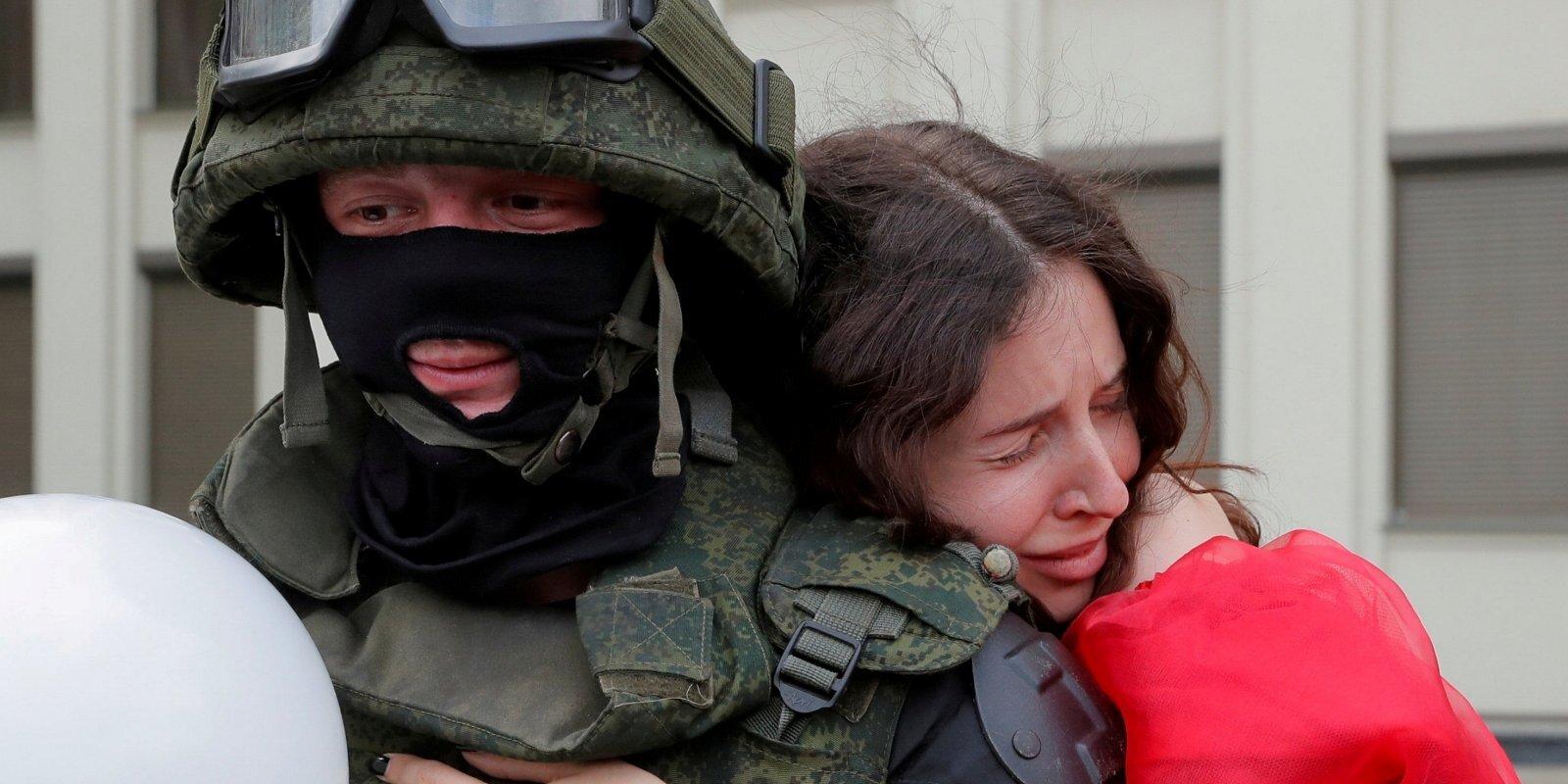 Sistēmā ir cilvēki, kas gatavi palīdzēt gāzt Lukašenko režīmu. Bijušais izmeklētājs intervijā 'Delfi'