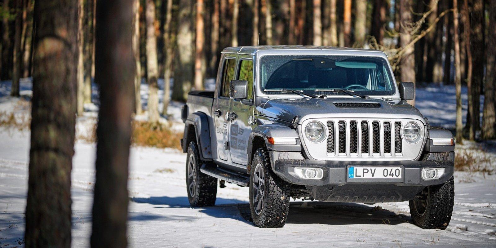 Gladiators bez cienīga pretinieka – 'Jeep' ieradies Eiropā ar savu pirmo pikapu