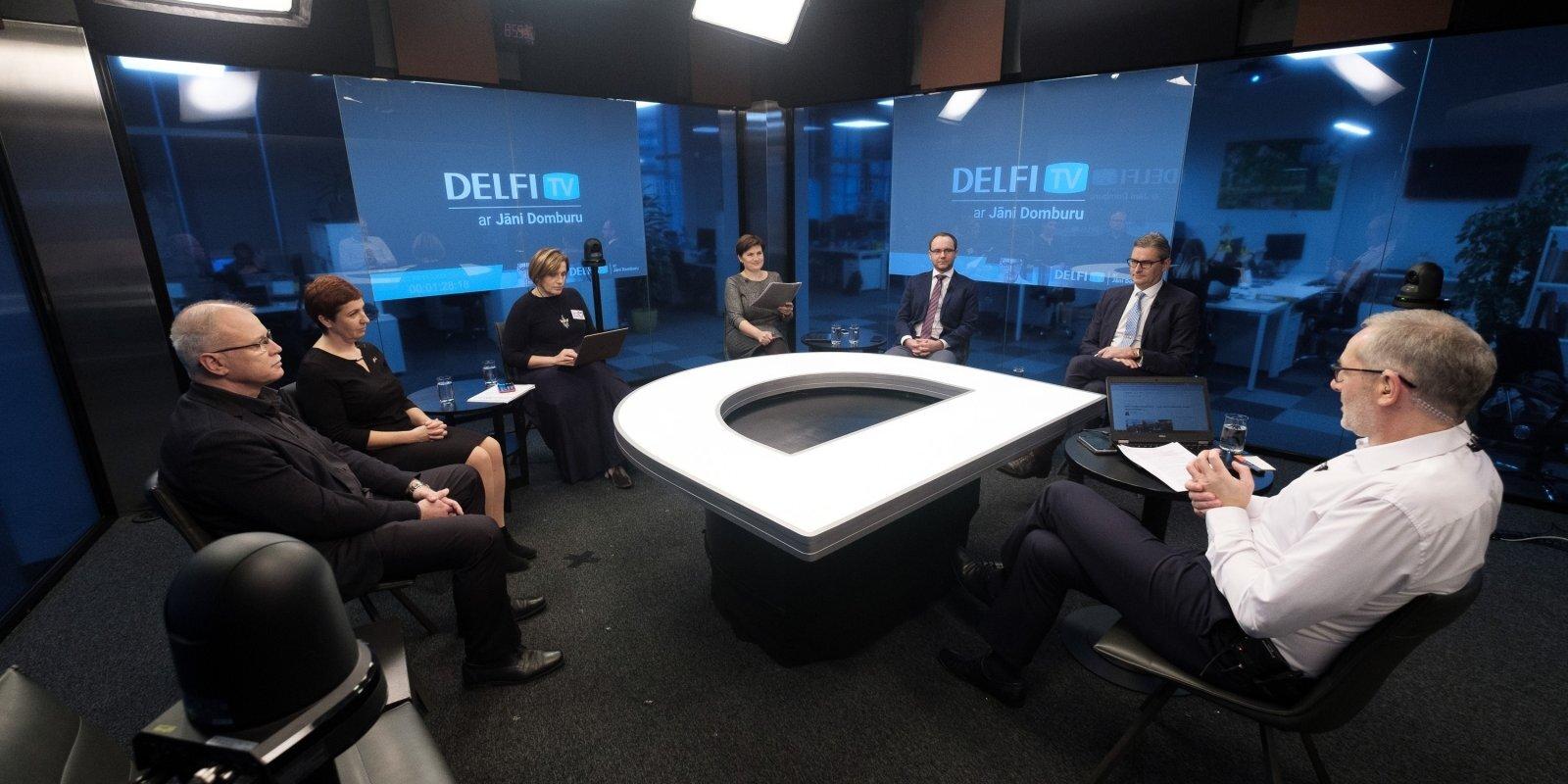 'Delfi TV ar Jāni Domburu' diskutē mediķi un politiķi. Pilns teksts