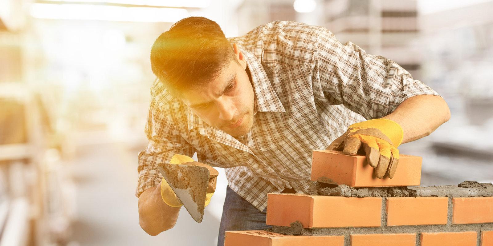 Не построил за восемь лет — плати налоги. Что делать, если строительство дома затянулось?