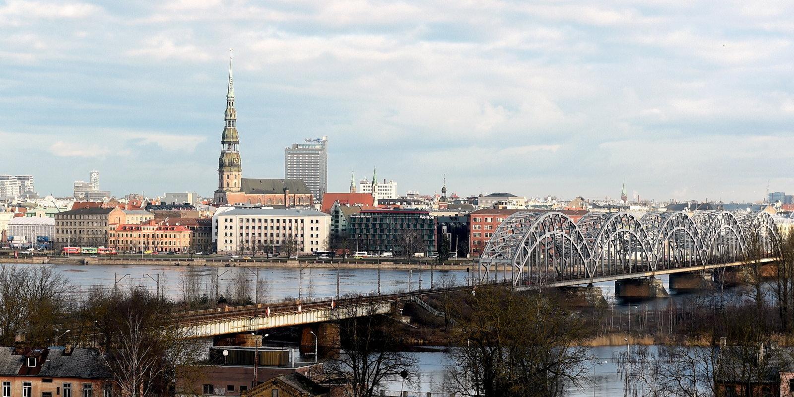 """Золотые яйца или прачечная? Как Латвия """"зарубила"""" программу """"инвестиционных виз"""""""