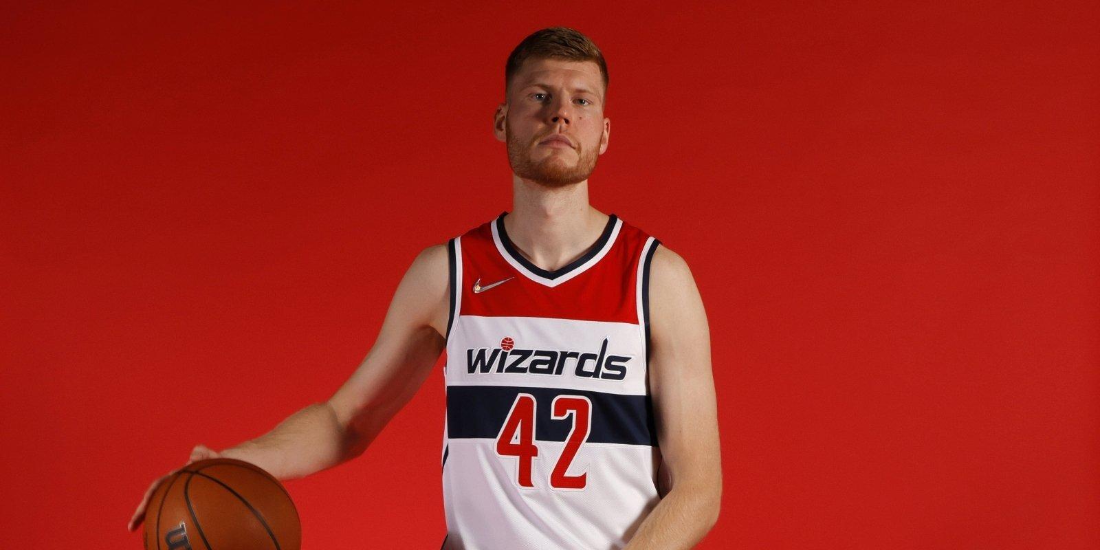 Neļaut 'grilēt vistiņas' uz Bertāna rēķina. 'Wizards' sāk NBA sezonu jaunā veidolā