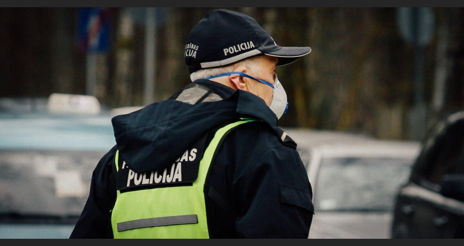 Policija pret vīrusu: sodi pandēmijas ierobežojumu pārkāpējiem atšķiras pat tūkstoškārt