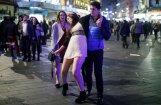 Drūmi kadri: Kā 2017. gadu sagaidīja britu jaunieši
