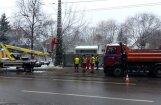 Lasītājs: 'Vienpadsmit skatās un viens strādā' jeb 'Rīgas satiksme' remontdarbi Rīgā