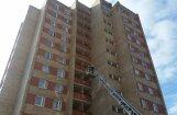 Traģiskais Ķempes ielas ugunsgrēks: Divus ugunsdzēsējus soda ar trim gadiem nosacīti
