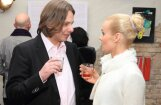 Džilindžers apprecējies ar Elīnu Dzelmi