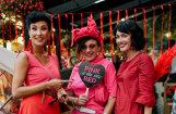 Krāšņi foto: Rīgas restorānā notikusi izsmalcināta 'sarkanā ballīte'