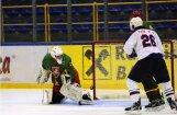 Lietuvas hokejisti nespēj gūt vārtus spēlē pret Koreju