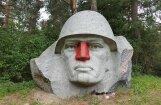 В Литве вандалы разукрасили нос скульптуры советского воина