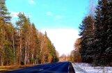 Neparasts skats Latvijā: Ceļš norobežo divus gadalaikus