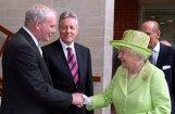 Елизавета II поздоровалась с бывшим лидером террористов