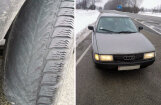 Foto: Policija Bauskā notvērusi 'Audi' ar pilnīgi plikām riepām