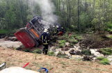 Foto: Uz Ventspils šosejas avarējis smagais auto