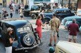 Foto: Rīgā pulcējas pirmskara automobiļi
