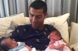ФОТО: Криштиану Роналду показал своих детей близнецов