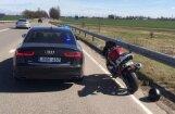 Foto: Lietuvas policijas 'Audi A6' pirmais brangais ķēriens – motociklists ar 169 km/h