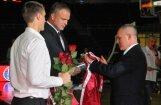 LBS godina ilggadējos izlases spēlētājus Vītolu un Helmani