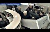 Video: Kā Ukrainas bijušais ģenerālprokurors lauzās uz lidmašīnu