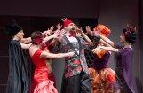 Foto: Skaisti tērpi un dzirkstošas melodijas jaunajā operetē 'Balle Savojā'
