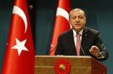 Apvērsuma mēģinājums Turcijā: Erdogans valstī izziņo trīs mēnešu ārkārtas stāvokli