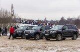 Foto: Alūksnē prezentēts jaunais 'Toyota Land Cruiser' apvidnieks