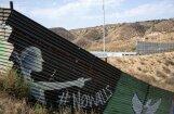 Meksikas mākslinieks izveidojis divus kilometrus garu gleznojumu uz robežmūra ar ASV