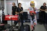 Luiss Hamiltons ātrākais pirmajā treniņā Indijā
