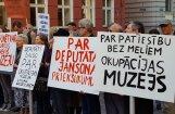 Foto: Piketā aicina nekavēties ar Okupācijas muzeja rekonstrukciju