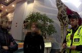 Divi nepilngadīgi jaunieši vairākas dienas klaiņo pa Rīgas izklaides vietām