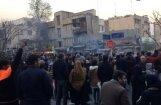 Irāna bloķē internetu mobilajos telefonos, turpinoties protestiem