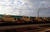 Foto: Jelgavas stacijā piestāj tanki un bruņumašīnas