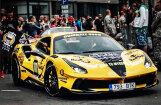 Video: Latvijas dzeltenais 'Ferrari' rallijā 'Gumball' traucas ar 330 km/h