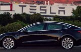 Masks publicējis pirmā 'Tesla Model 3' fotogrāfijas
