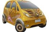 Самую дешевую Tata в мире покрыли золотом