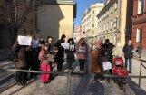 Любители цирка провели у Сейма пикет против запрета на использование диких животных