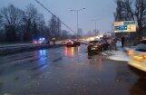 Ziepniekkalna ielā avārija; satiksme atjaunota