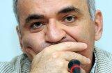 Krievijas lielmeistars Garijs Kasparovs atsāks šaha karjeru