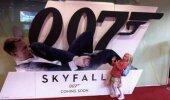 Tikai ne to, Bond...