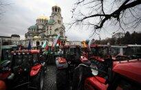 Protestējot pret subsīdiju samazinājumu, Bulgārijas lauksaimnieki ar traktoriem ieskauj parlamenta ēku