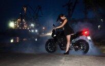 Motocikls un papēžkurpes ir savienojamas lietas. Baikere Elena par sievietēm uz riteņiem