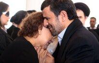 Irānas prezidents izpelnījies nopēlumu par Čavesa mātes mierināšanu