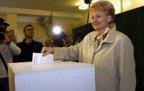 Lietuvas prezidente atsakās no puses algas