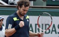 Гулбис обыгрывает в пяти сетах величайшего теннисиста современности