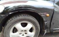 Pēc apdrošinātāju apmaksāta remonta servisā auto izskatās pēc 'frankenšteina', sašutis lasītājs